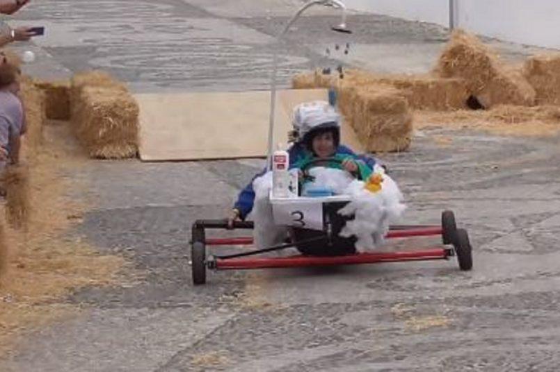 Crazy cart race
