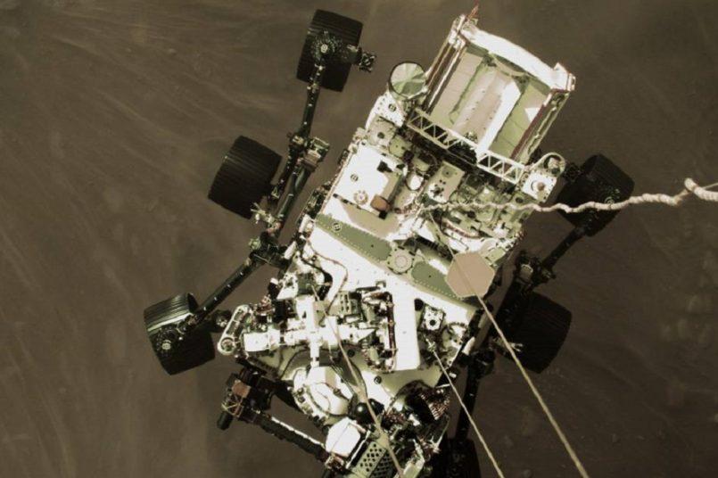 Mars rover beams back stunning images
