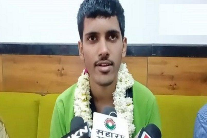 JEE topper Saket Jha expresses gratitude to his teachers and family