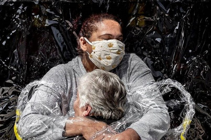 COVID-19 hug image from Brazil named World Press Photo of the Year