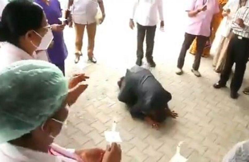 dean kneels down before nurses