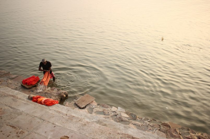 Frightening! The bodies lay on the banks of the Ganges, the officer said - the dead bodies have come from somewhere