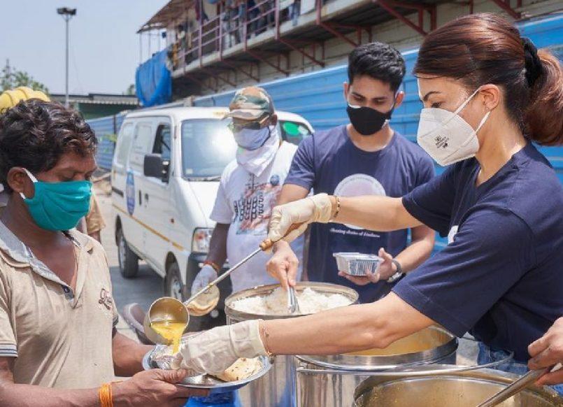 Jacqueline Fernandez distributes meals amid COVID-19