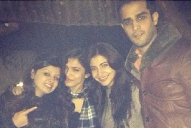 School Time Friends, Anushka Sharma and Sakshi Dhoni`s throwback pic go viral.