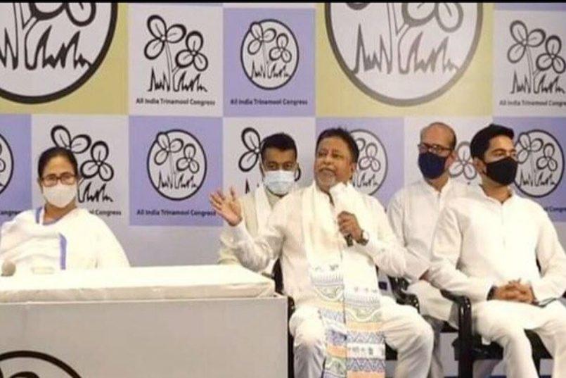 Mukul Roy rejoins TMC, Mamata Banerjee hails it as his 'Ghar Wapsi'