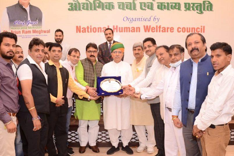 Union Minister Arjun Ram Meghwal felicitates young entrepreneurs at the 3rd Bharat Shree Award in Delhi