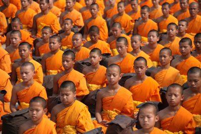 Pro-democracy monks in Myanmar rally against Tatmadaw